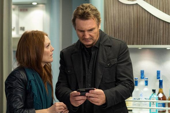 Liam Neeson y Julianne Moore en 'Non-Stop'