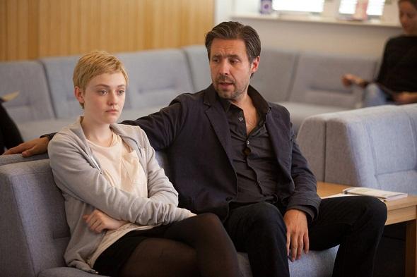 Fanning y Paddy Considine en una escena de la película