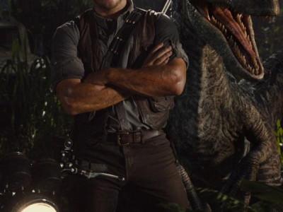 Chris Pratt y un Velociraptor en Jurassic World
