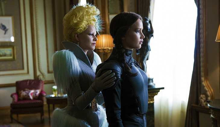 Jennifer Lawrence y Elizabeth Banks en 'Los juegos del hambre: Sinsajo.- Parte 2'