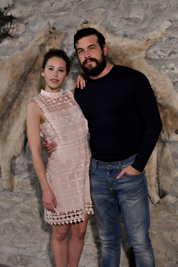 Mario Casas, Irene Escolar y Ruth Díaz protagonizan 'Bajo la piel de lobo' de Samu Fuentes